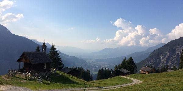 Ausblick von Rellseck ins Walgaugebiet