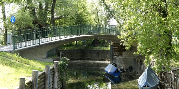 Brücke zum Segel- und Sporthafen