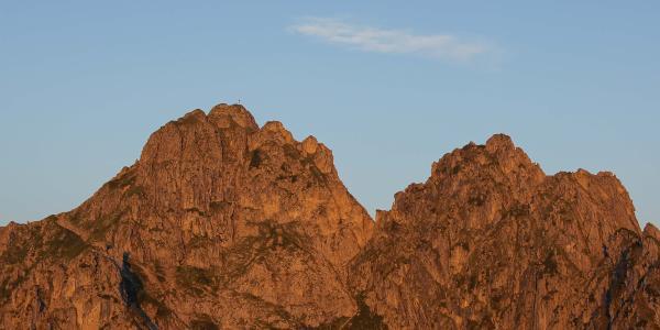 Die Morgensonne leuchtet Große und Kleine Klammspitze aus