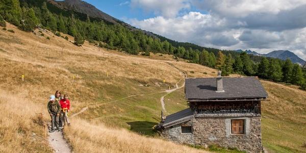 Die Hütte auf Alp la Schera dient den Parkwächtern als Unterkunft.