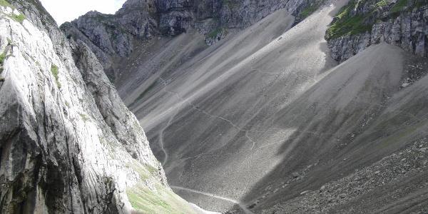 Von der Bergstation der Karwendelbahn durch das Dammkar nach