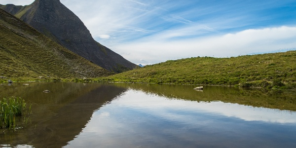 Der Kleine Rappenkopf (2276 m) spiegelt sich in einer der zahlreichen Lacken rund um den Rappensee