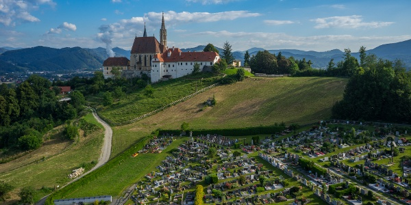 Wallfahrtskirche Maria Straßengel mit Friedhof