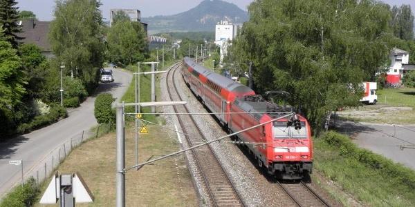 Bahnhof Mühlhausen mit Blick auf den Hohenhewen