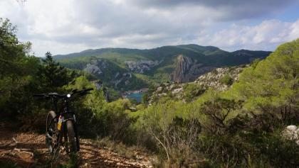 Hoch über der Cala Aubarca
