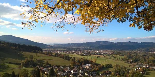 Punkt F Blick ins Dreisamtal Richtung Höfen Freiburg Kaiserstuhl und Vogesen. Rechts unten ist der Tourstart.
