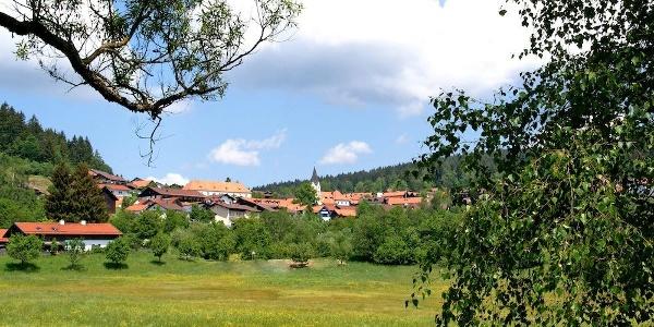 Blick aus dem Kurpark zur Mühlstube (links)