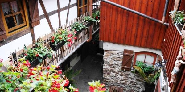 Hausansicht mit Innenhof