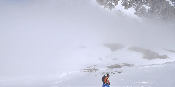 Hölltörl: Aus dem Nebel in die Sonne