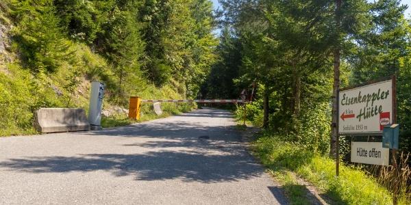 Mautpflichtige Zufahrtstraße zum Eisenkappler Schutzhaus des ÖTK