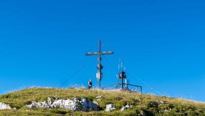 Gipfelkreuz am Hochobir (2.139 müA.) mit Hanna-Warte