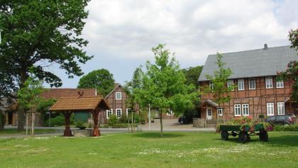 Dorfplatz mit Brunnen in Ehra-Lessien