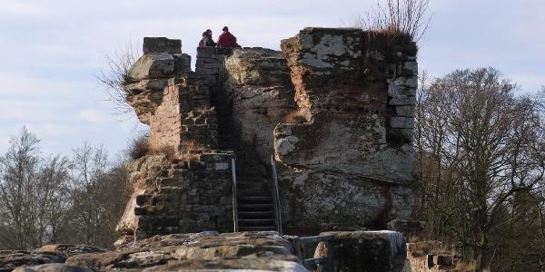 Auf der Burgruine Wegelnburg