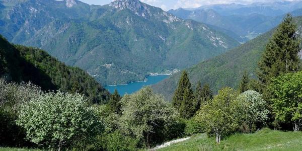 Vista sul lago di Ledro da Dromaè