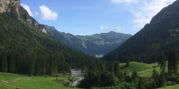 Eine wunderbare Aussicht aus dem Isenthal hinaus