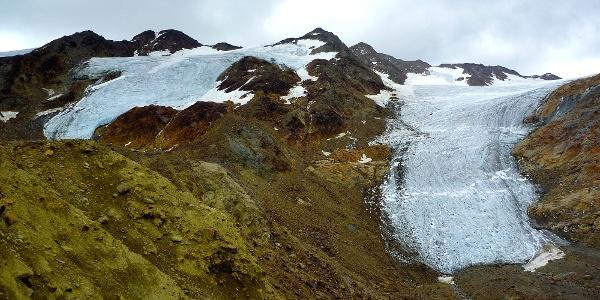 Vorbei an gewaltigen Gletscherzungen