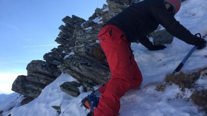 Die steilste Passage am Grat nach dem Skidepot