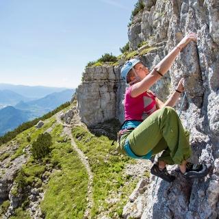 Kletterwand Cima Paganella und Blick Richtung Trento
