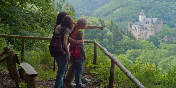 Blick auf Schloss Bürresheim