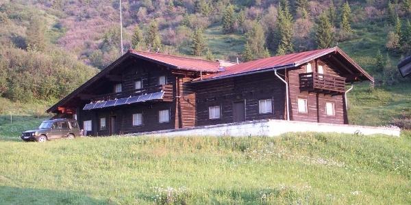 Berglandhaus im Sommer