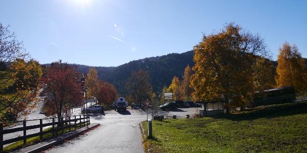 Am Parkplatz in Hafling