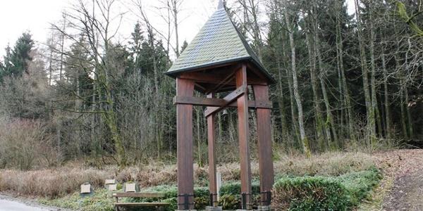 Glockenturm und Mahntafeln Esshoff