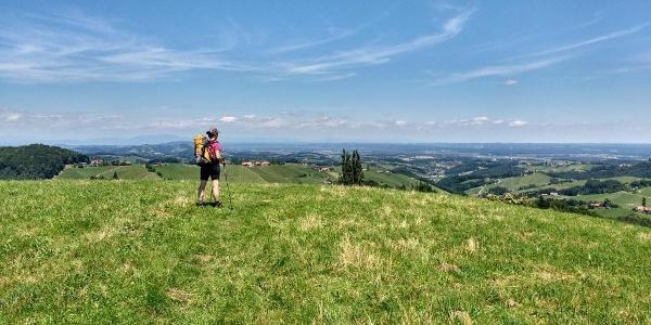 Vom Lubekogel überblicken wir weite Teile der Steiermark