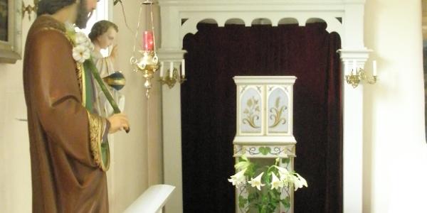 Sankt Josef och Tabernaklet med evighetslampan