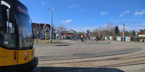 Bühlau am Ullersdorfer Platz, Endhaltestelle der Straßenbahnlinie 11 in DD-Bühlau