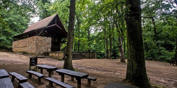 A forrás melletti erdei kápolna