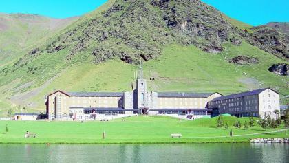 Heiligtum der Jungfrau von Núria am Stausee von Núria
