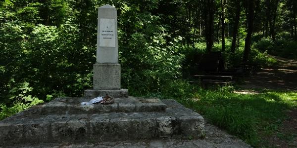 Pilis-nyereg, II. Világháborús emlékmű