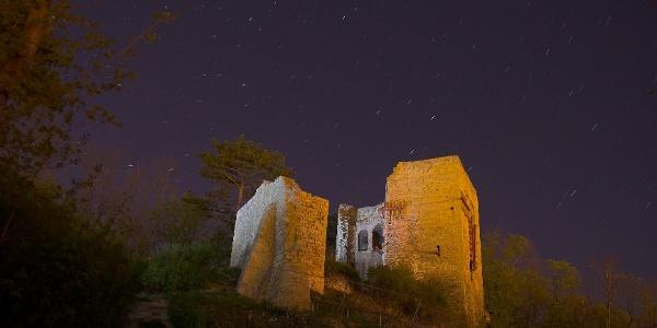 Die Lobdeburg bei Nacht