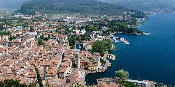 Ausblick über Riva del Garda vom Bastione aus