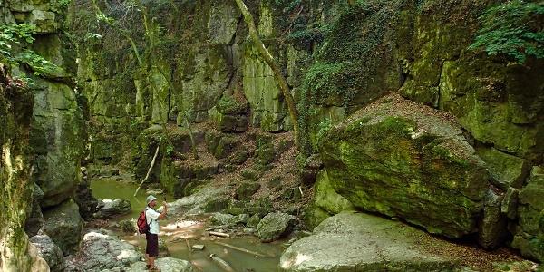 Am Wasserfall von Római-fürdő