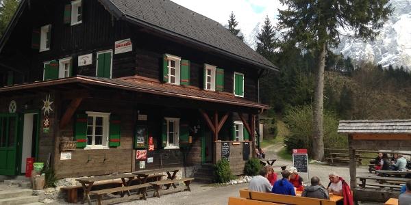 Almtalerhaus mit Gastgarten