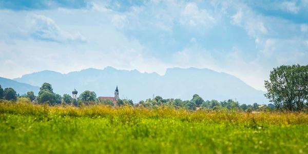 Warngau mit Blick in die Alpen