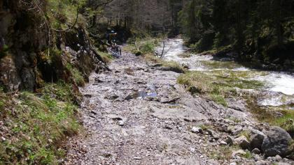 nach Bayram am Bach entlang