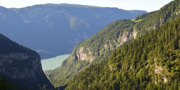 Der Molvenosee von dem Pfad zur Hütte Croz dell'Altissimo