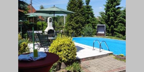 Pool © Hotel Pension Keller