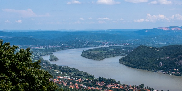 Sowohl Nagymaros als auch Szentendrei-Inselspitzel sind aus dem Julianus-Aussichtsturm zu sehen