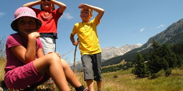 Bambini curiosi a Passo Lavazè