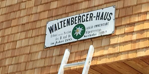 Hüttenschild Waltenberger-Haus