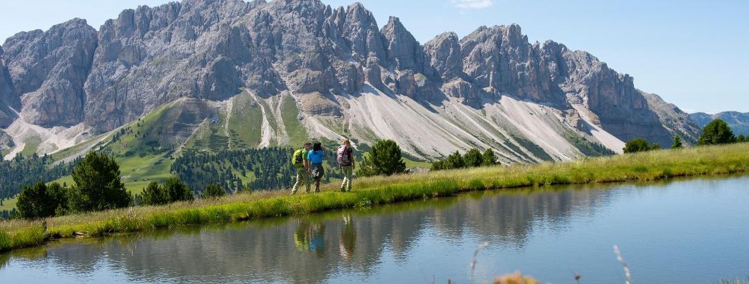 Wandern am Ploseberg mit Blick auf die Aferer Geisler