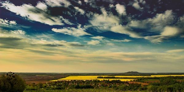 Kis-Somlyó hegy - kilátás a Királykőnél a Ság heggyel a háttérben