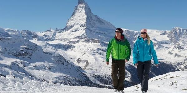 Winterwandern in Zermatt unter strahlender Sonne: Sunnegga ist ein hervorragender Ausgangspunkt.
