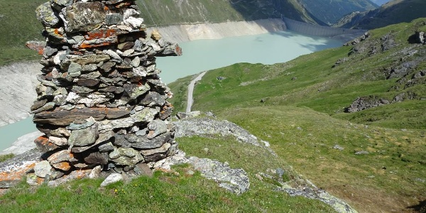 Cairn around the Lac de Moiry
