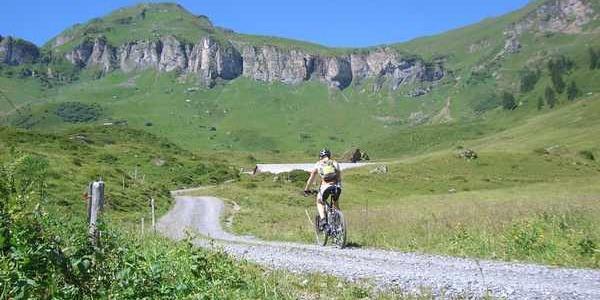 Aufstieg mit Alpenpanorama