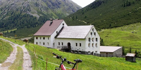 Herrenhaus auf der Alp Serlas