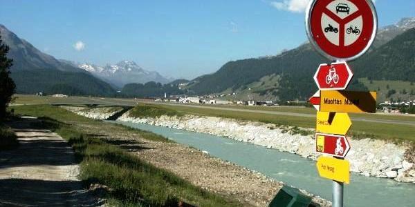 am neuen Flaz-Flussbett SE des Flugplatz Samedan